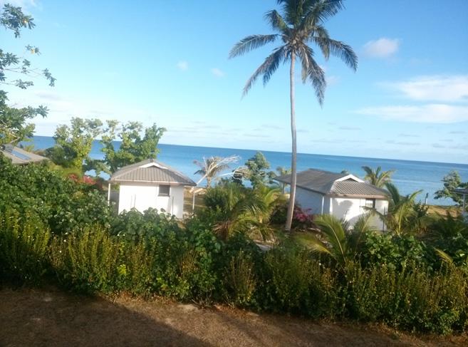 Sandy Beach Resort auf Foa - Blick auf die Fales direkt am Beach und die Bucht