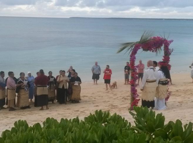 Fest auf tonganische Art am Beach vor dem Haupthaus des Sandy Beach Resort