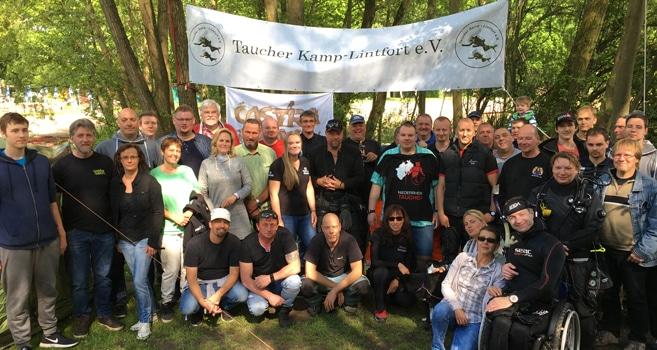 Taucher Kamp-Lintfort e.V. feiern die Versenkung eines Segelboots