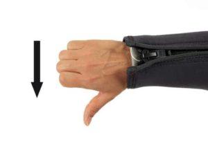 Tauchen Handzeichen Abstieg