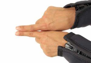 Tauchen Handzeichen - schwim sofort zu deinem Buddy